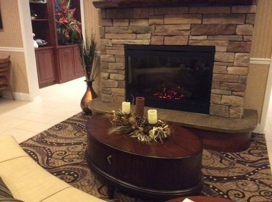 Best Western Plus Easton Inn & Suites : Fireplace