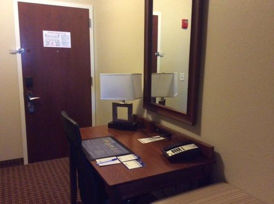 Best Western Plus Easton Inn & Suites : Desk