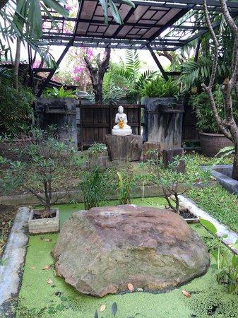 Paragon Inn: Budda shrine on premises