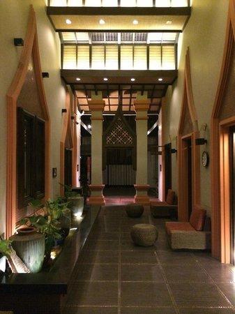 Paragon Inn: spa area entrance