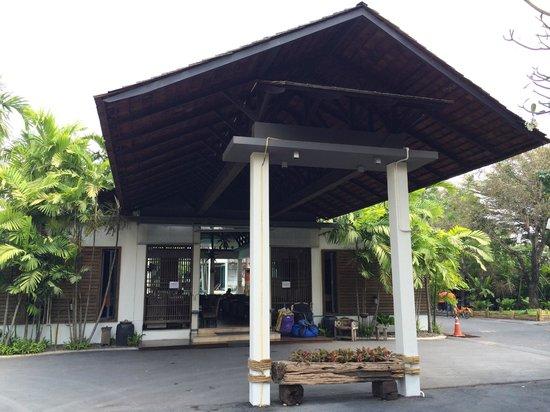 Paragon Inn : Entry