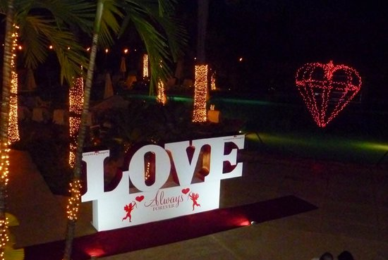 Couples Negril: Decorations for Valentines + cocktail party