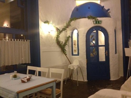 Taverna Dionysos: der Eingang von innen