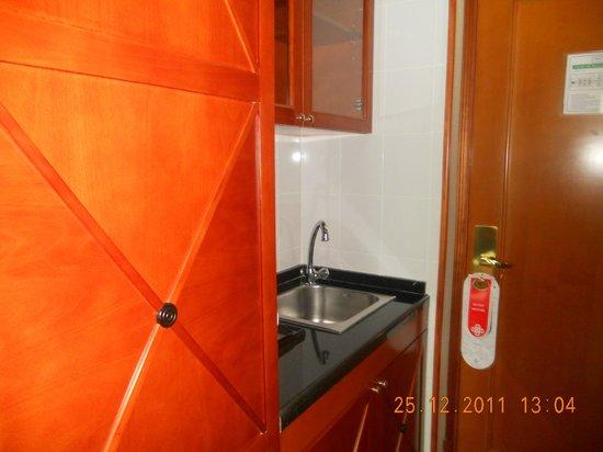 Al Diar Capital Hotel: Это мини-кухня без плиты