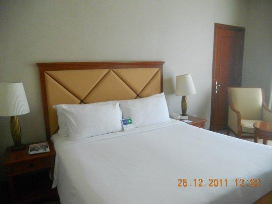 Al Diar Capital Hotel: Кровать была удобной