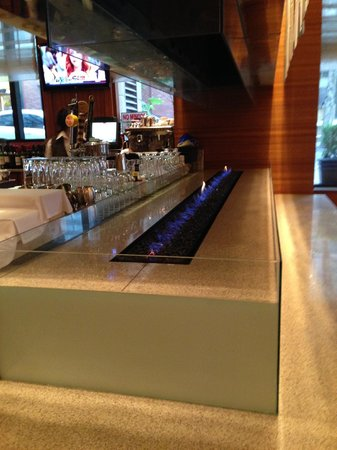 Westin Portland: The very cool bar inside the restaurant, Daily Grill