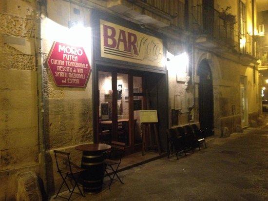 Bar Moro : L 'esterno