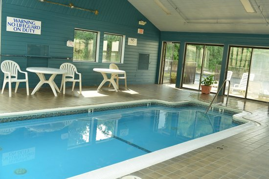 Baymont by Wyndham Branford/New Haven: Pool