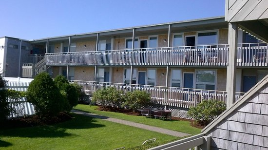 Surfcomber on the Ocean : the perpendicular to ocean strip of rooms