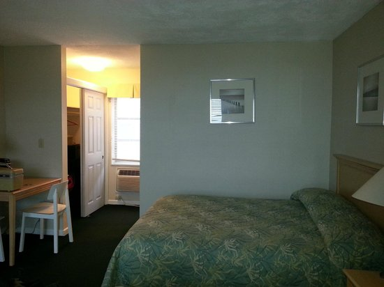 Surfcomber on the Ocean : room perpendicular to beach  (standard room )