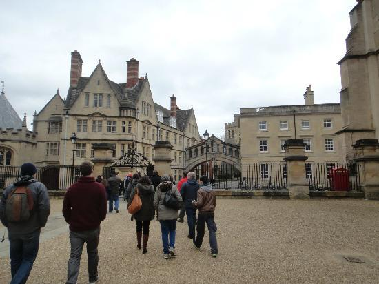 Footprints Tours Oxford: On the way to the Bridge of Sighs