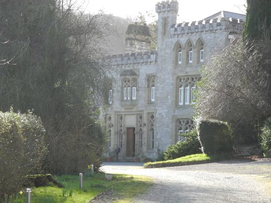 Ffarm Country House: Ffarm from the drive