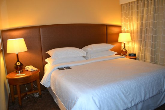 Sheraton Suites Tampa Airport Westshore: King bed in main bedroom