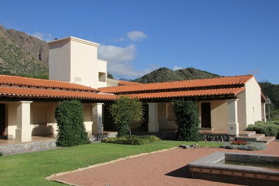 Vinas de Cafayate Wine Resort: Patio of the hotel