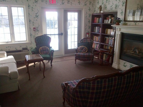 The Waring House: Lounge in the House Next Door