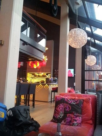 Scandic Holmenkollen Park: Hotellets lobbybar