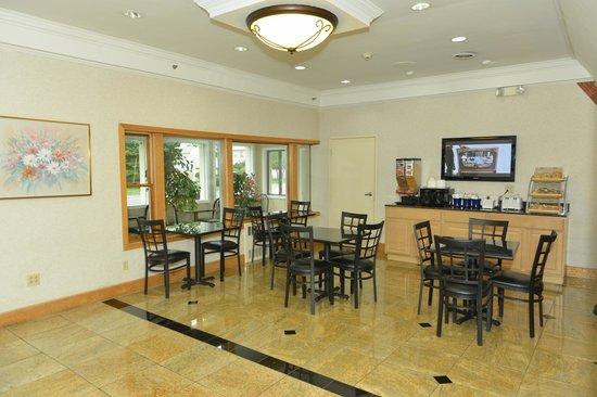 Whitney Inn & Suites : Hotel Lobby