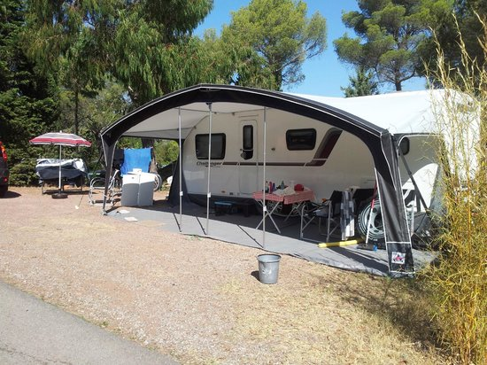 Esterel Caravaning: Our huge pitch