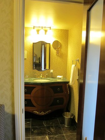 Hotel Viking: bathroom