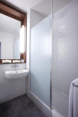 foto de campanile limoges nord limoges salle de bain tripadvisor. Black Bedroom Furniture Sets. Home Design Ideas