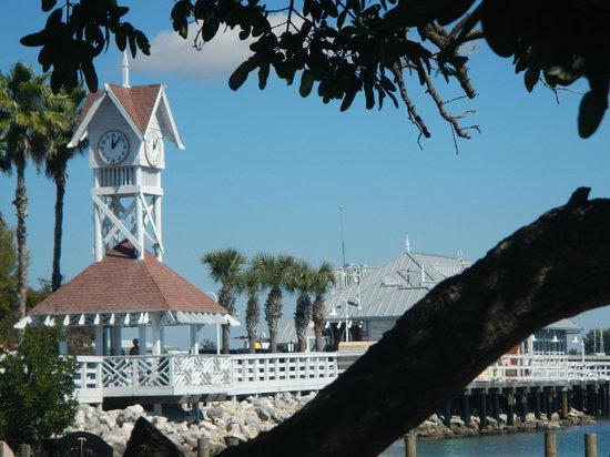 Bradenton Beach, Flórida: Clock Tower at the Pier