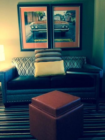 Holiday Inn Express Covington Madisonville: King Suite