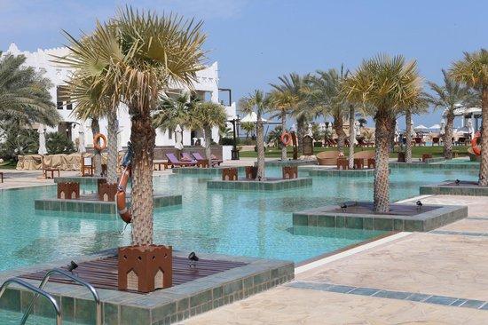 Sharq Village & Spa: The pool area - nice and warm!