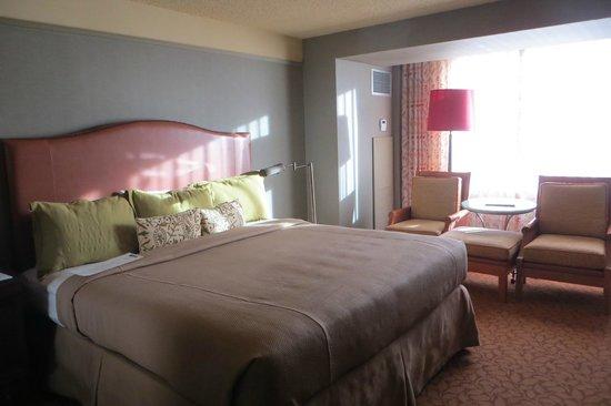 Lansdowne Resort and Spa: King bed room