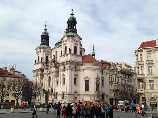 SANDEMANs NEW Europe - Prague : meeting point in the square