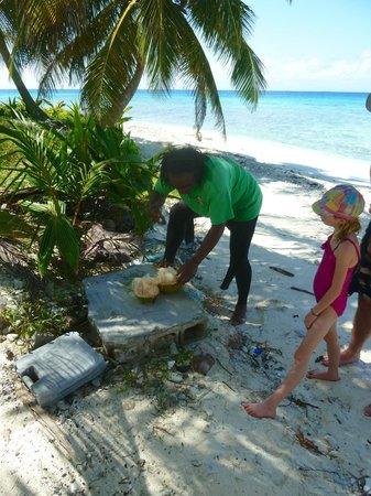 Seahorse Dive Shop : cutting open coconut
