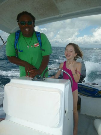 Seahorse Dive Shop : driving the boat