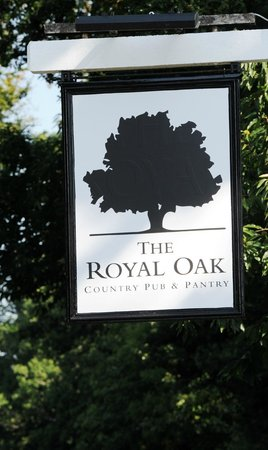 The Royal Oak Country Pub & Restaurant: Road Sign
