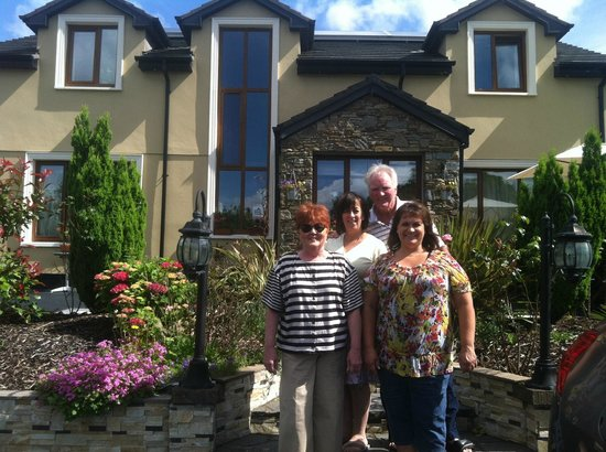 La Cita Bed & Breakfast: Siobhan and part of our crew