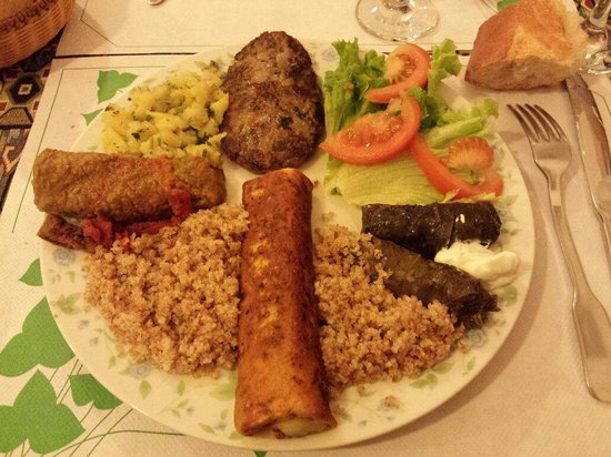Anouche : Assortiments de plats.