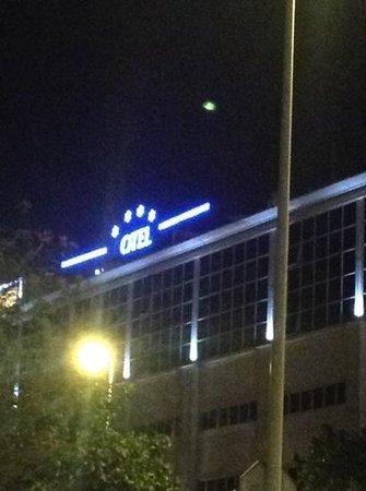 Silken Al-Andalus Palace Hotel: El hotel desde fuera