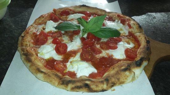 Pizzeria Toto Di Miele Fabio : La pizza tradizionale... REGGINA MARGHERITA