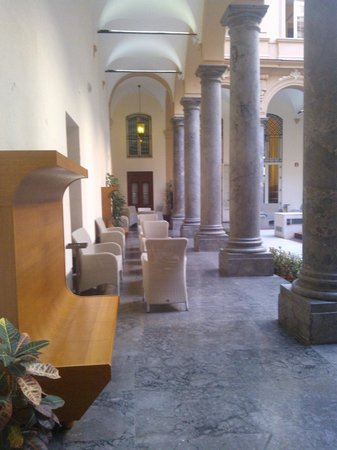 Grand Hotel Piazza Borsa : Cortile