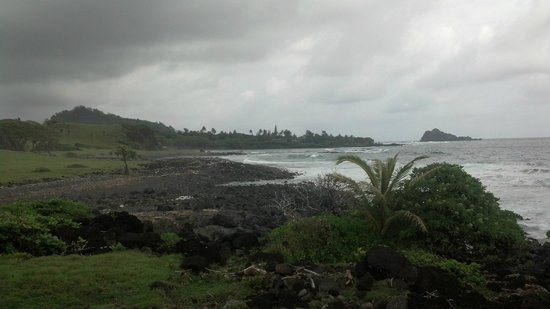 Hana Oceanfront Cottages: View looking back at house, Hamoa beach at far left