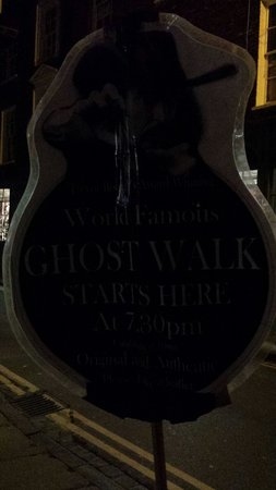 Trevor Rooney's Ghost Tour of York : Sign post for the tour