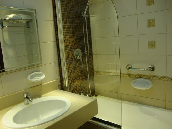 Xclusive Casa Hotel Apartment: Bathroom