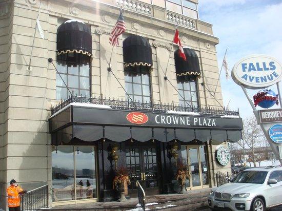 Crowne Plaza Niagara Falls - Fallsview : Crowne Plaza facade