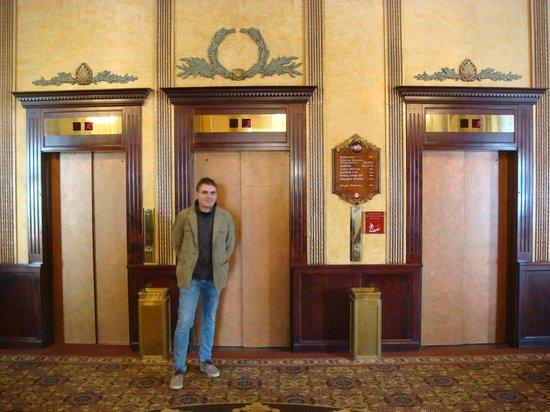 Crowne Plaza Niagara Falls - Fallsview : Simone Sirci in front of elevators