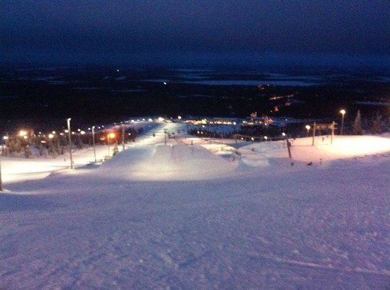 Lapland Hotel Saaga: Floodlit slopes at night