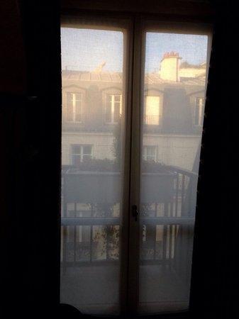 Hotel Baltimore Paris Champs-Elysées : View from our room