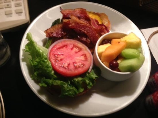 Latitudes Restaurant & Bar: burger was great