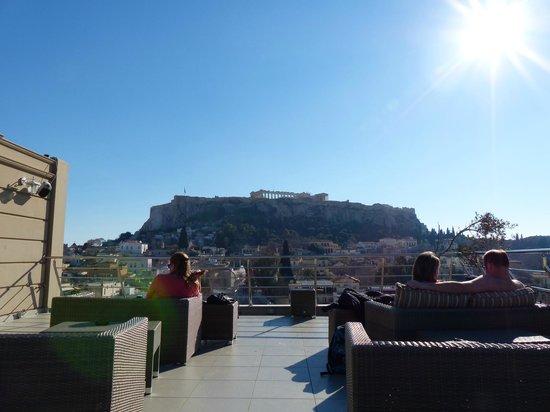 Plaka Hotel : Vista de la Acrópolis desde la terraza