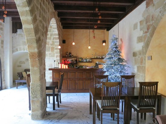 Spirit of the Knights Boutique Hotel: Reception and Dining Area