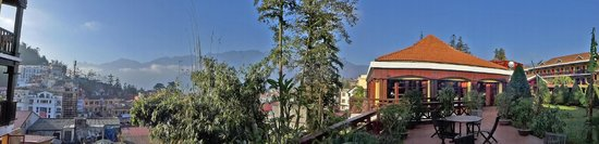 Victoria Sapa Resort and Spa : View from courtyard overlooking the town of Sapa
