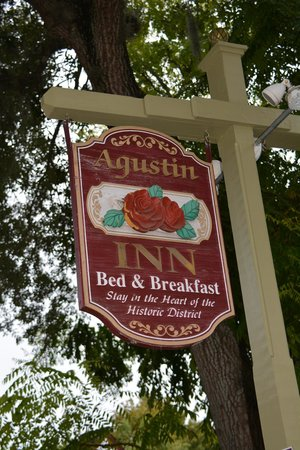 Agustin Inn: Inn signage on street