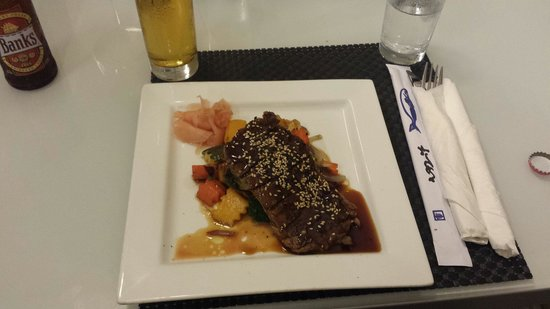 Lemongrass Noodle Bar & Grill: Tenderloin Beef with a beer